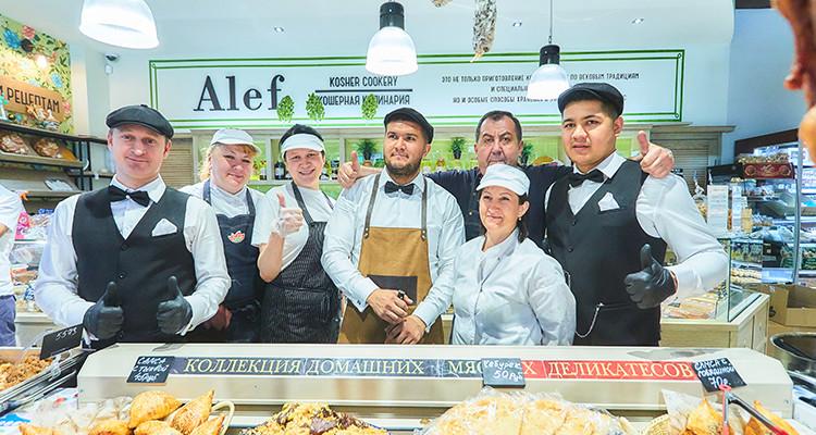 Команда поваров фабрики-кухни Pinhas