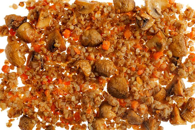 Гречка с луком, морковью и грибами