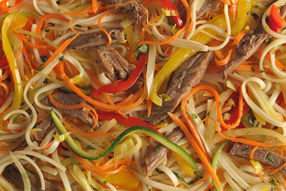 Лапша Вок с говядиной и овощами